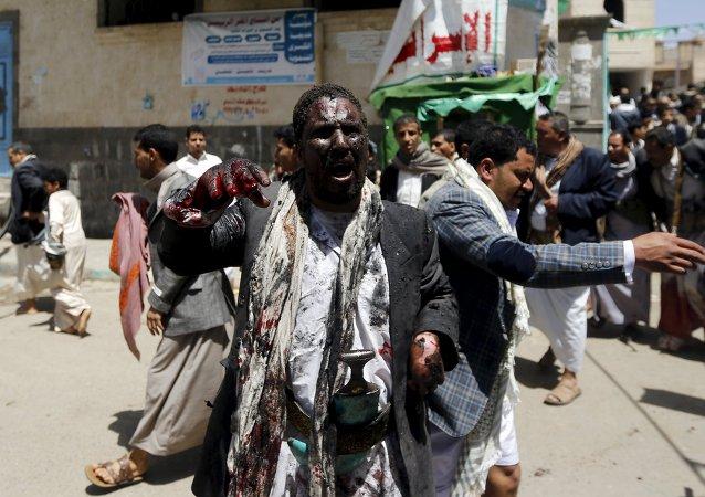 Un hombre herido en el atentado en una de las mezquitas de Saná