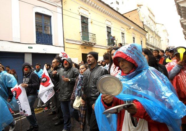 Marcha de oposición en Quito