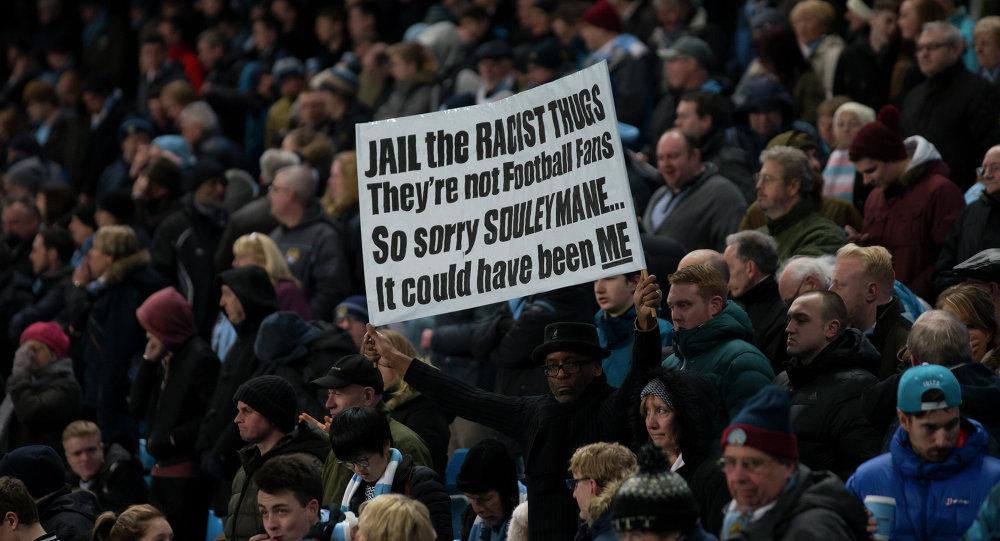 Revelan 350 casos de racismo en el fútbol inglés desde 2012