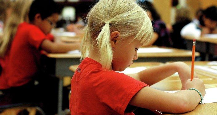 Estudiantes de la escuela durante la clase