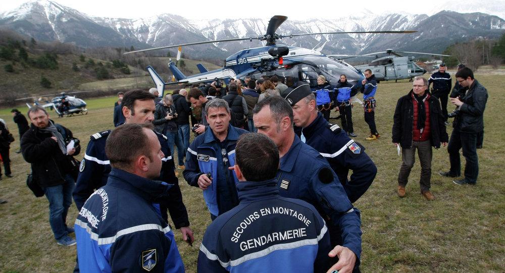 Los equipos de rescate y gendarmes  se reúnen en Seyne-les-Alpes