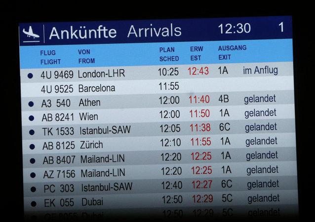 La junta de llegadas muestra vuelo 4U 9525 sin un estatus