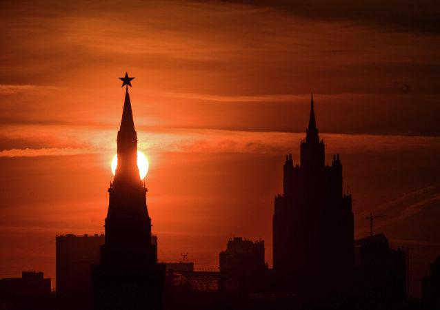 Seguridad checa dice que Moscú crea una nueva Komintern en Europa