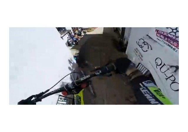 Cuesta abajo en Taxco con el biker Rémy Métailler
