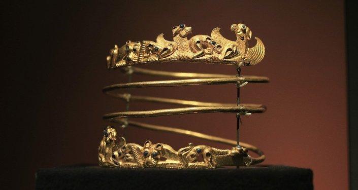 Brazalete de oro, uno de los objetos de la muestra Crimea: oro y secretos del Mar Negro en la galería Allard Pierson