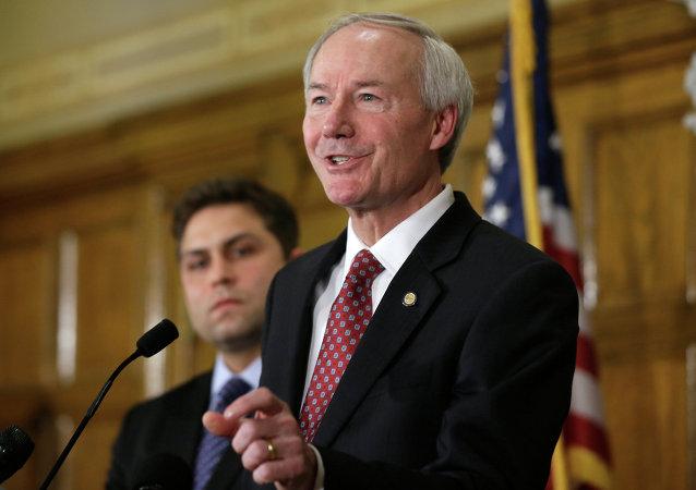 Asa Hutchinson, gobernador de Arkansas