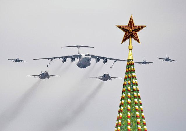 Aviones Il-78 y Su-24 de las Fuerzas Aéreas de Rusia