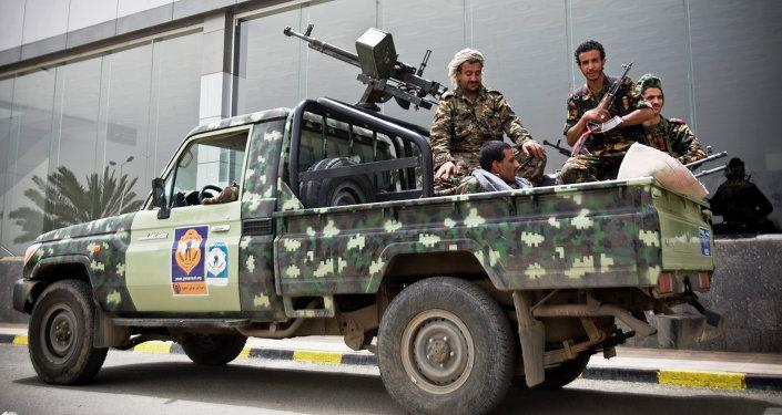Militantes hutíes en Adén