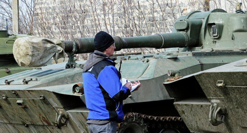 OSCE elabora listas de armas retiradas de la línea de separación en Donbás