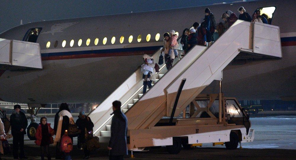 Evacuados llegan a Moscú de Yemen