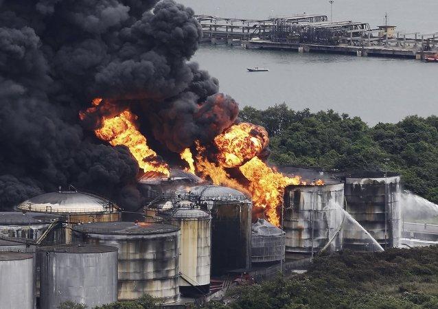Se extiende el incendio que bloquea el puerto de Santos en Brasil