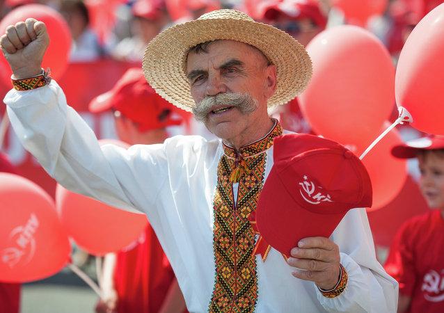 Comunistas ucranianos en el Desfile del Primero de Mayo en Kiev (archivo)