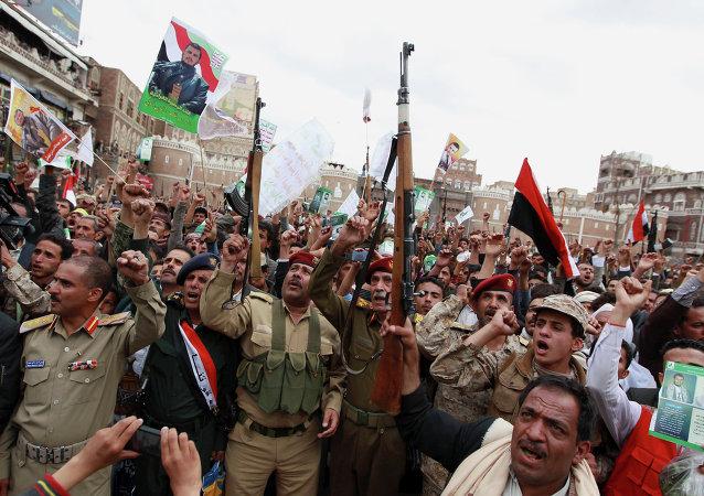 Insurgentes hutíes desmienten haber alcanzado un acuerdo político con la coalición árabe