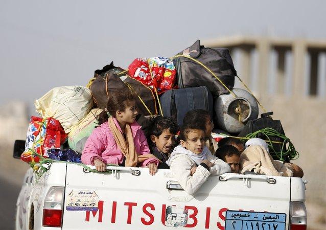 Niños huyen de Yemen