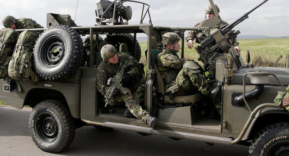 Soldados checos participan en los ejercicios conjuntas de la OTAN Noble Jump