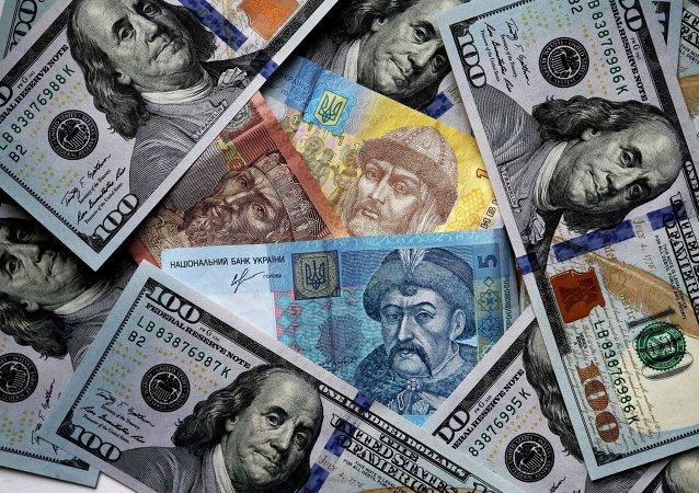 Dólares y grivnas