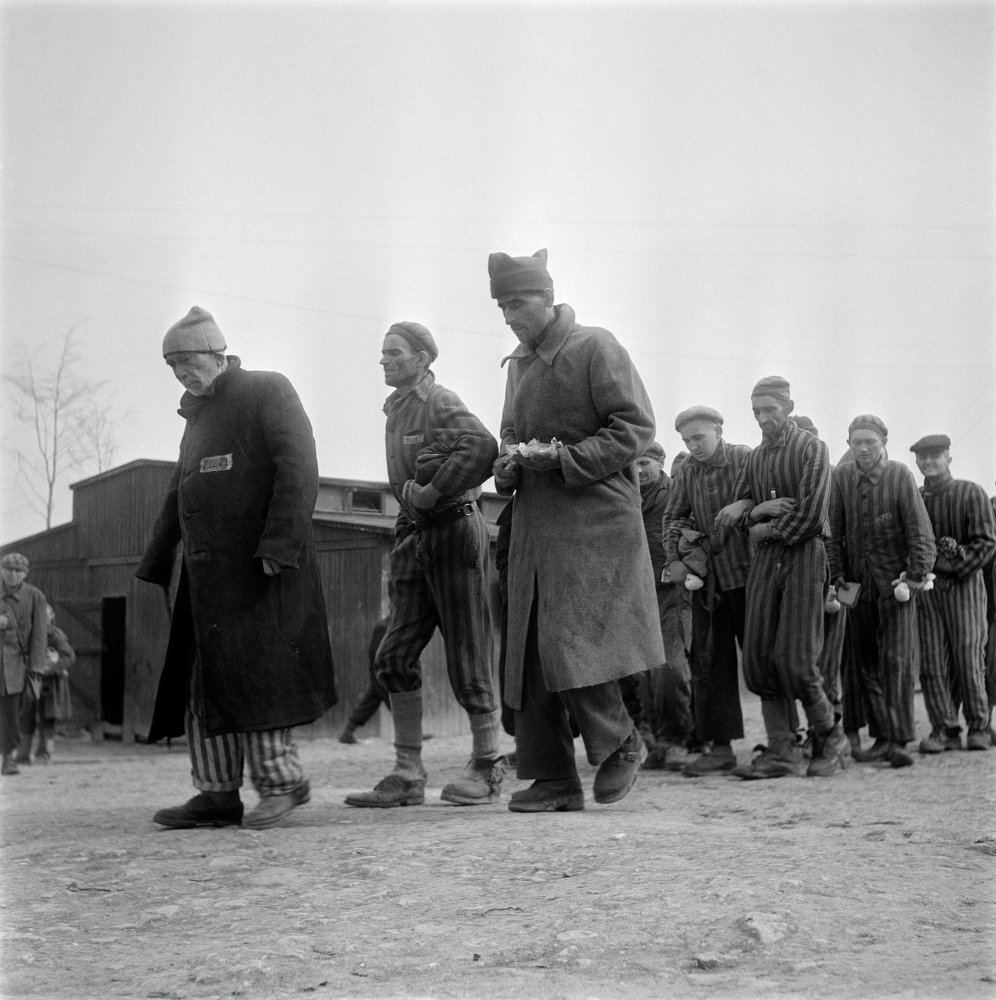 Presos de Buchenwald tras ser liberados por las tropas aliadas. Abril de 1945