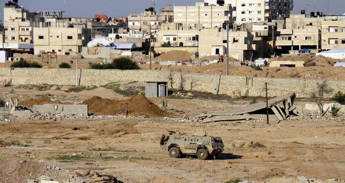 Vehículo blindado del Ejército de Egipto en la ciudad de Rafah (archivo)