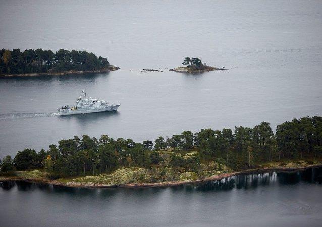 Dragaminas sueco HMS Koster patrulla las aguas del archipiélago de Estocolmo
