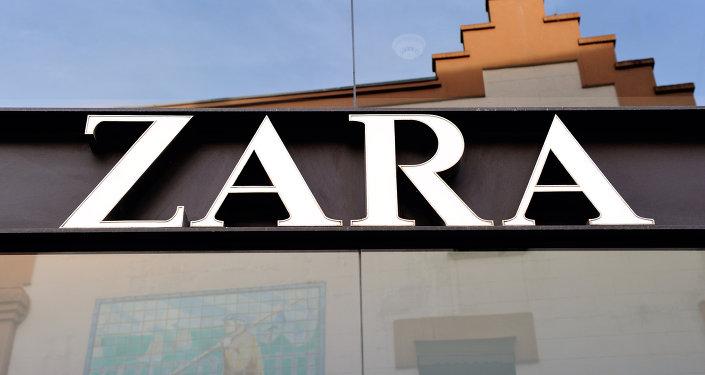 Logo de Zara en una de las tiendas de la cadena