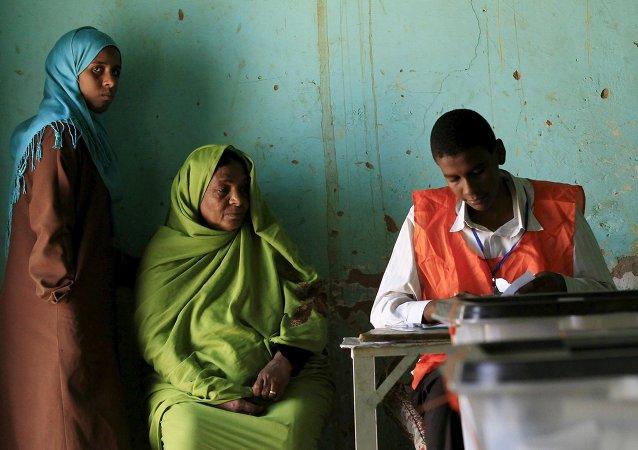 Mujeres en un colegio electoral en Jartum del Norte, el 14 de abril, 2015