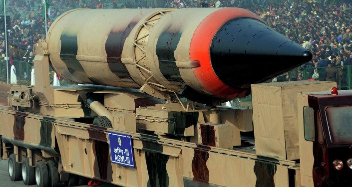 Misil balístico con capacidad nuclear Agni III (Archivo)