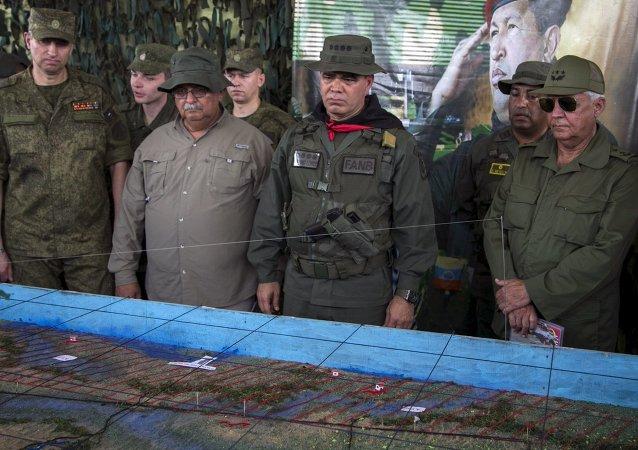 General ruso, Alexandre Dragovaloskiy, ministro de Defensa de Venezuela, Vladimir Padrino López y segundo viceministro de las Fuerzas Revolucionarias de Cuba, general Joaquín Quintas