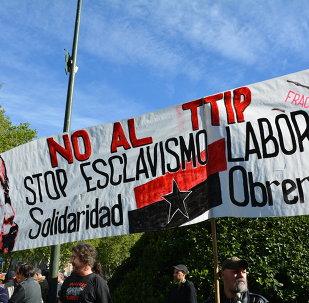 Decenas de miles de personas protestan en España contra el TTIP