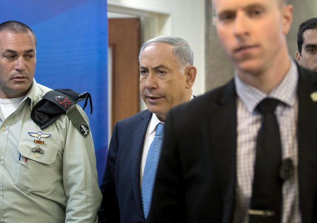 Israeli Prime Minister Benjamin Netanyahu (C) walks with his military secretary Eyal Zamir (L) into the weekly cabinet meeting at his office in Jerusalem April 19, 2015