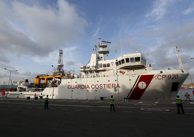 La Marina Militar italiana recupera los cadáveres de 17 migrantes en el Mediterráneo