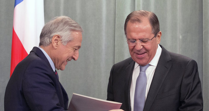 Ministro de Exteriores de Chile, Heraldo Muñoz (izda.) y canciller de Rusia, Serguéi Lavrov