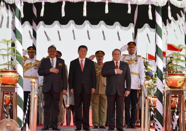 Presidente de Pakistán, Manmoon Hussain, presidente de China, Xi Jinping y primer ministro, Nawaz Sharif