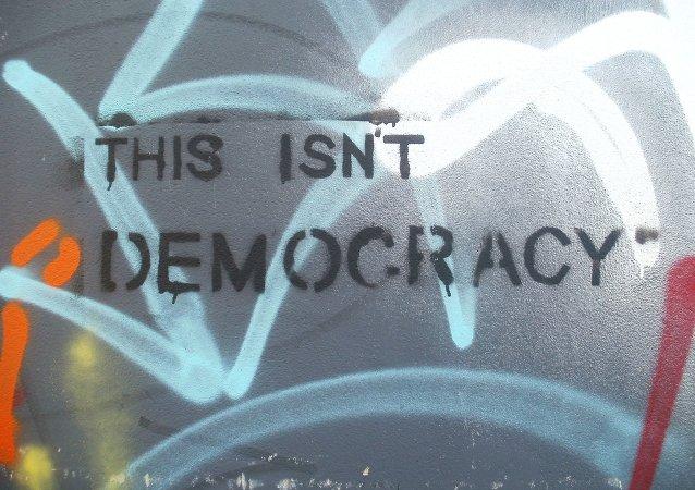 Crecen en Reino Unido las protestas en demanda de una reforma democrática