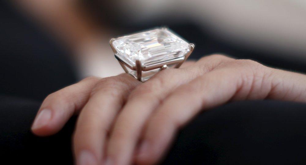 Diamante blanco de 100 quilates
