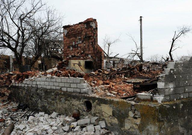 Uno de los poblados destruidos en la región de Donetsk