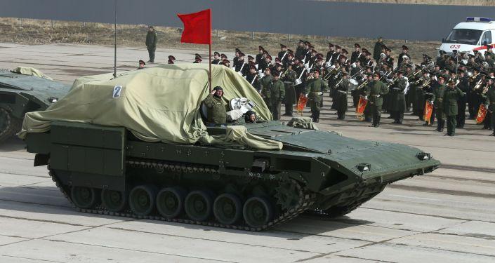El nuevo tanque Armata y otros carros de combate ensayan el Desfile de la Victoria