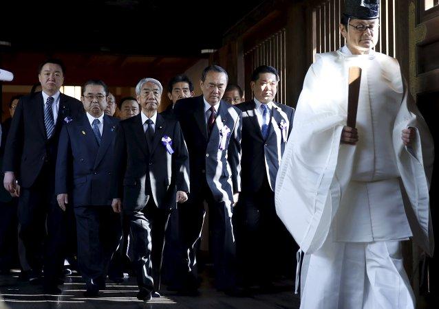 Tres ministras japonesas han visitado el templo de Yasukuni