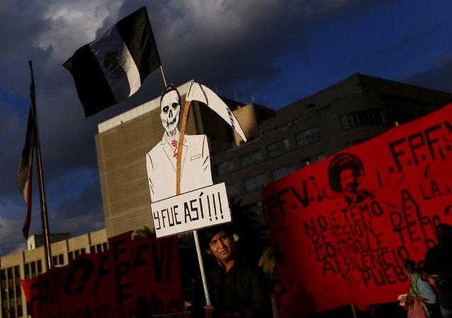 Manifestación de protesta en apoyo de los estudiantes desaparecidos en Guerrero, México