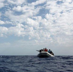 Inmigrantes libios en el mar Mediterráneo (archivo)