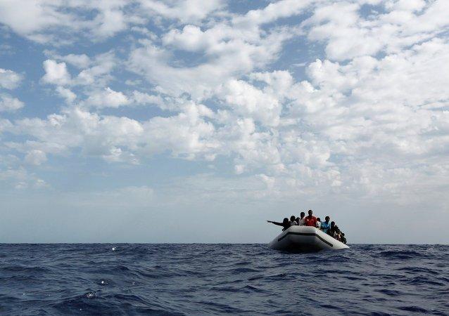 Inmigrantes libios en el mar Mediterráneo