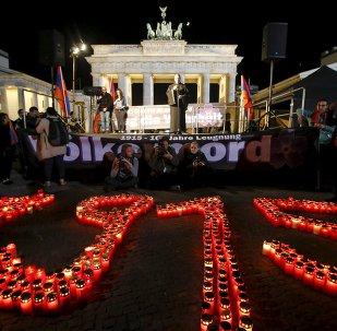 Velas en memoria de las víctimas del genocidio armenio