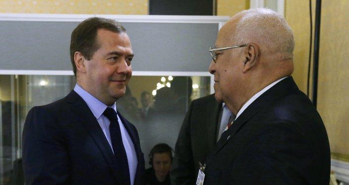 Primer ministro de Rusia, Dmitri Medvédev y vicepresidente del Consejo de Ministros de Cuba, Ricardo Cabrisas