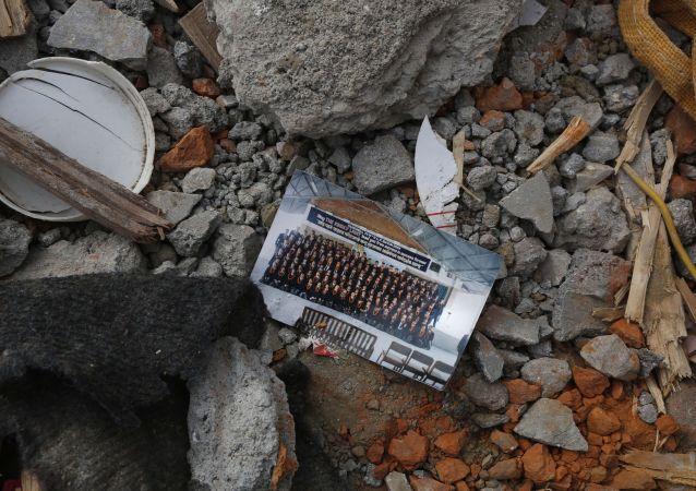 Una casa destruida en Kathmandú