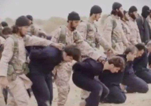 Militantes del grupo yihadista Estado Islámico (EI) en Siria
