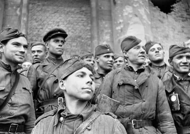 Soldados del Ejército Rojo en Berlín