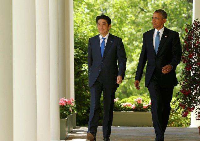 Primer ministro de Japón, Shinzo Abe (izda.) y presidente de EEUU, Barack Obama