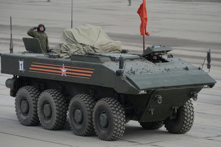 Transporte blindado con ruedas Bumerang