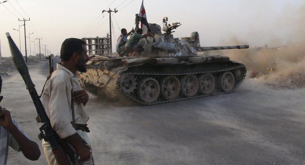 Combatientes del movimiento de resistencia yemení