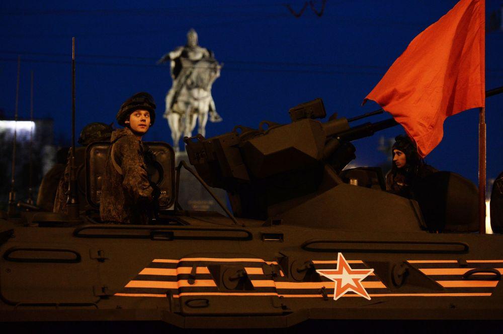 Primer ensayo nocturno del Desfile de la Victoria en Moscú
