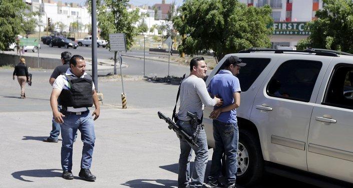 Miembros de policía mexicana en Jalisco